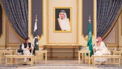 صورة ولي العهد وعمران خان يعقدان جلسة مباحثات ويوقعان على إنشاء مجلس التنسيق الأعلى السعودي الباكستاني